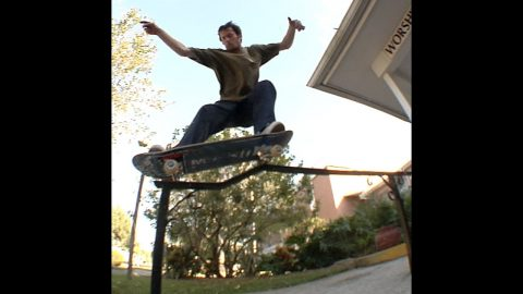 Cookie bs and fs Grind Kink Rail Raw Cut | E. Clavel